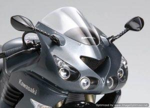 โมเดลประกอบรถมอเตอร์ไซค์ Kawasaki ZZR1400 1 : 12