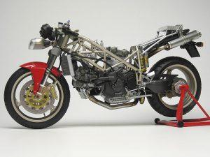 โมเดลประกอบรถมอเตอร์ไซค์ดูคาติ Ducati 916 1/12