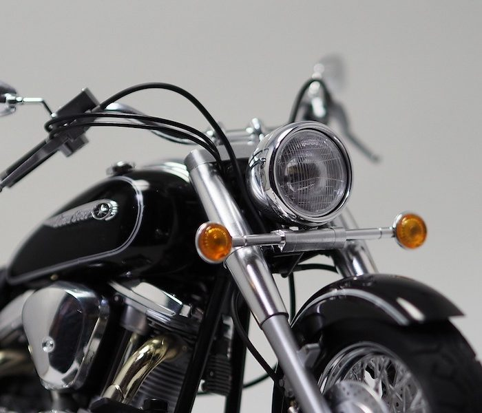โมเดลประกอบ รถมอเตอร์ไซค์ Yamaha XV1600 Roadstar 1/12