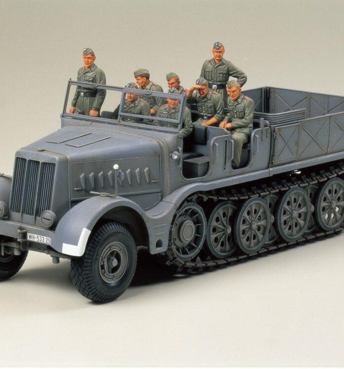 โมเดลรถกี่งสายพาน 18-ton Heavy Half-track FAMO 1/35