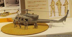 โมเดลเฮลิคอปเตอร์ฮิวอี้ไทย IAF UH-1N with Paratroopers 1 : 35