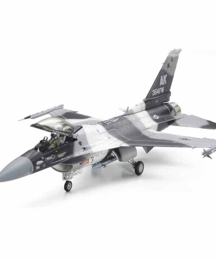 โมเดลเครื่องบินทามิย่า F-16C/N Aggressor Adversary 1/48