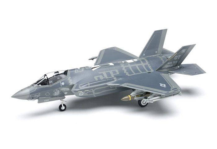 โมเดลเครื่องบิน ขับไล่ล่องหน Academy F-35A Lightning II 1/72