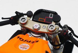 ขุดแต่งเสิมโลหะ โมเดลรถมอเตอร์ไซค์ Repsol Honda RC213V 2014 1/12