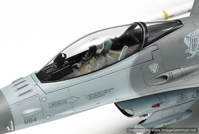 โมเดลเครื่องบิน Tamiya F-16CJ Block 50 Equipment 1 : 72