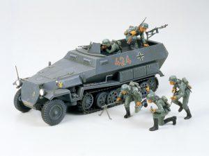โมเดลรถกึ่งสายพานเยอรมัน Hanomag Sd.Kfz.251/1 1/35
