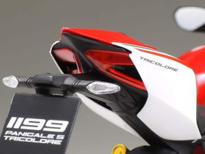 โมเดลมอเตอร์ไซค์ Ducati 1199 Panigale S Tricolore 1/12