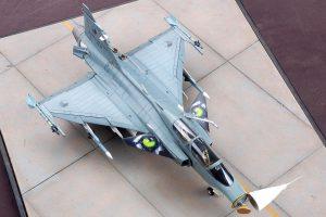 โมเดลเครื่องบินกริพเพ่น SAAB Jas 39 B/D 1/48