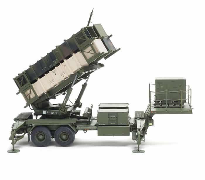 โมเดล Trumpeter MIM-104 Patriot launcher and radar trailers 1/35