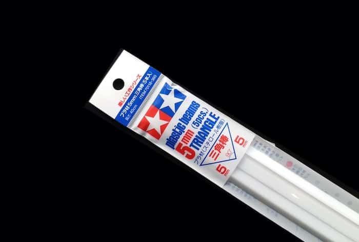 70118 พลาสติกสามเหลี่ยม PLASTIC BEAMS 5mm TRIANGLE (5 ชิ้น)