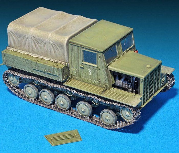 โมเดลรถแทรกเตอร์ Ya-12 SOVIET ARTILLERY TRACTOR 1:35