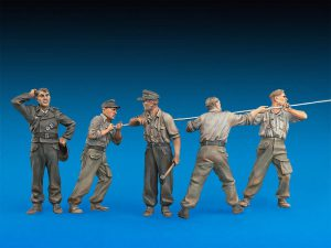 WW II Military Miniatures 1:35