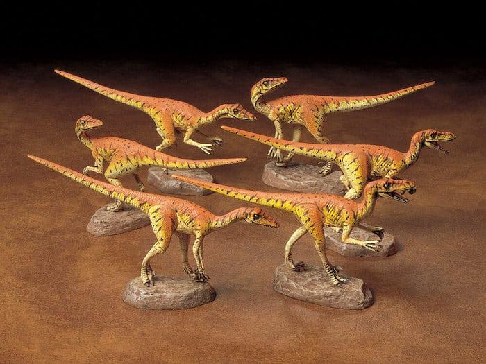 """โมเดลไดโนเสาร์ TAMIYA TA60105 VELOCIRAPTORS """"PACK OF SIX"""" 1/35"""
