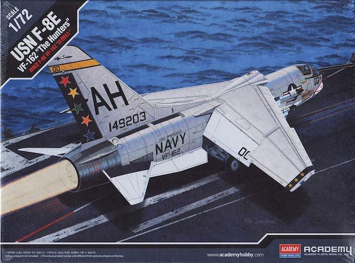 """เครื่องบินจำลอง ACADEMY AC12521 USN F-8E VF-162 """"The Hunters"""" 1:72"""