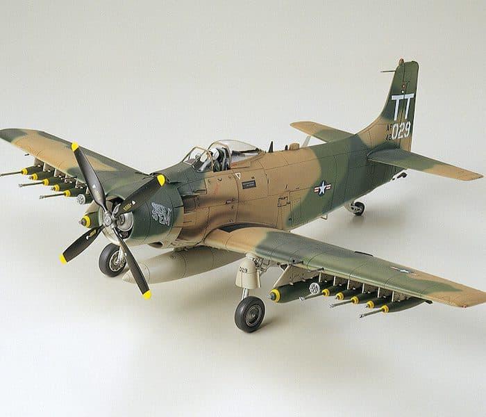 โมเดล TAMIYA 61073 DOUGLAS A-1J SKYRAIDER U. S. AIR FORCE 1/48